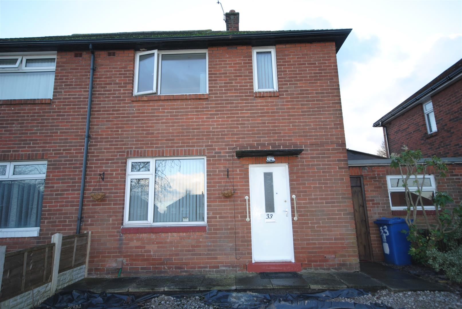 2 Bedrooms Semi Detached House for sale in Kingsley Avenue, Worsley Mesnes, Wigan